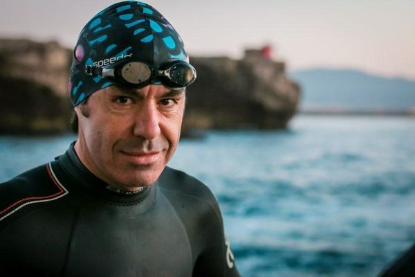 Lluís E. Guerra Vidiella swims the Gibraltar Strait for charity