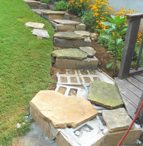 24 awesome diy retaining wall projects httpjohntheplantmanleswordpress201108rock steps 20g cinder blocks for foundation click here to see how to diy solutioingenieria Gallery