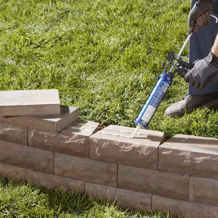 24 awesome diy retaining wall projects how to properly do a retaining wall i like the look with caps solutioingenieria Gallery