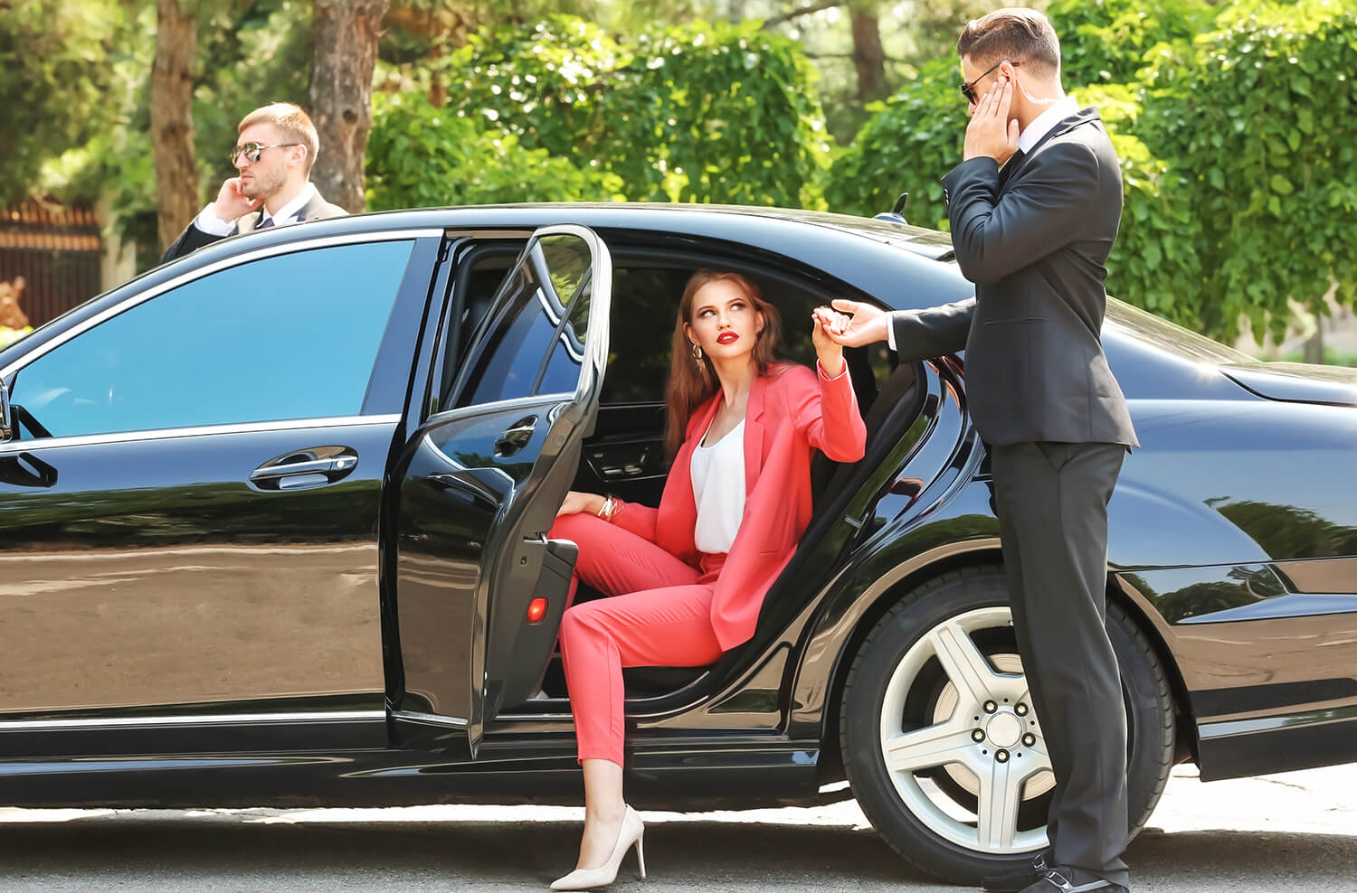 Chauffeur Limousine and Bodyguard Service