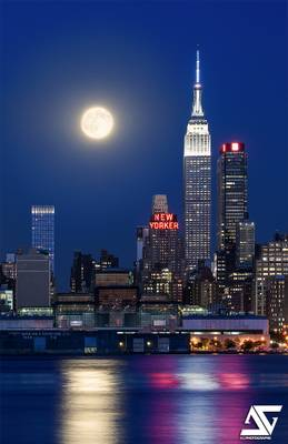 Empire State Building & supermoon of August 2015