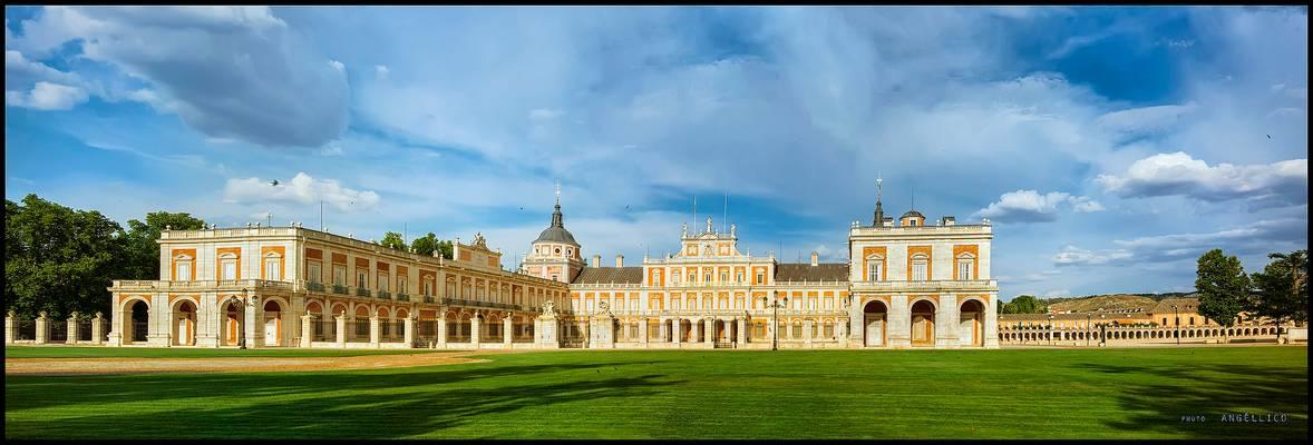 Panoramica del palacio real de aranjuez.