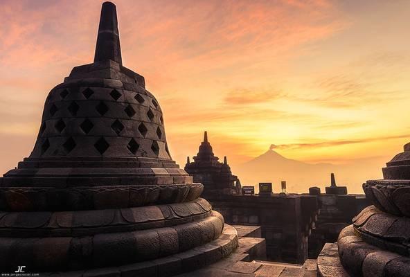 Borobudur sunrise 2
