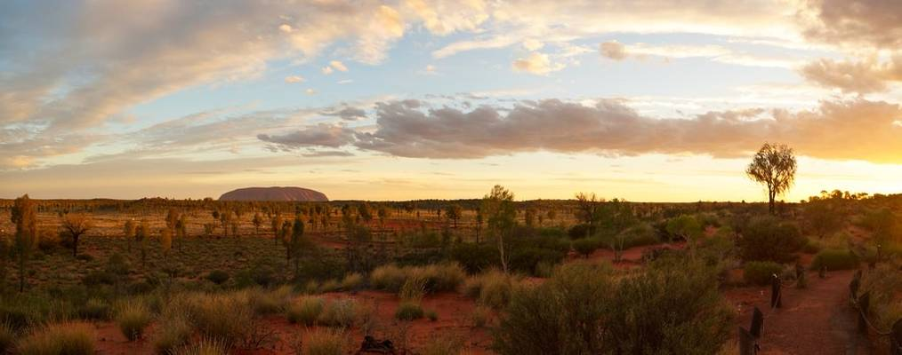 Uluru / Ayer's rock from the Lookout