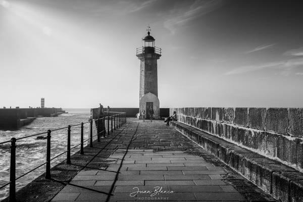 The Felgueiras Lighthouse at sunset | Porto, Portugal