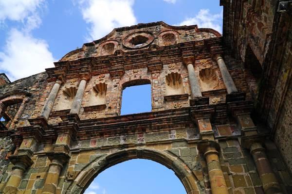 Arco Chato ruined monastery, Panama City