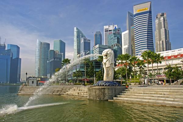 Merlion & Singapore skyline