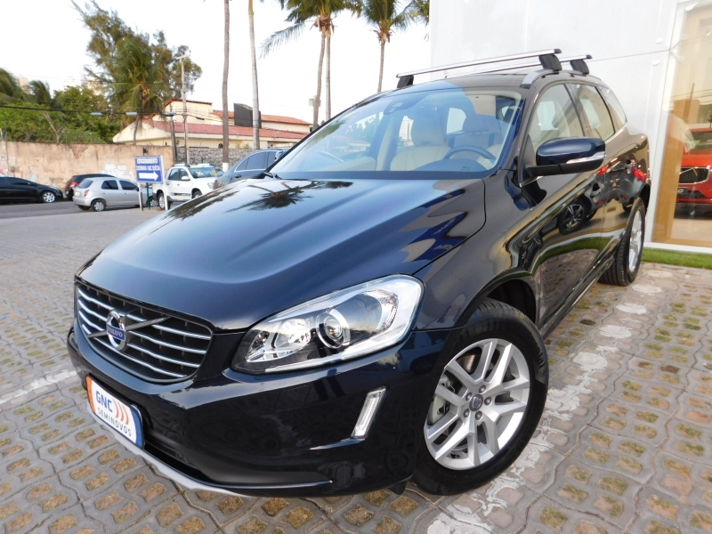 VOLVO XC60 2.4 D5 MOMENTUM DIESEL AWD 4P AUTOMATICO