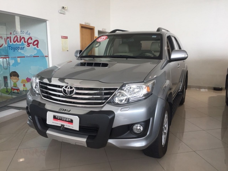 HILUX SW4 3.0 SRV 4X4 7 LUGARES 16V TURBO INTERCOOLER DIESEL 4P AUTOMATICO