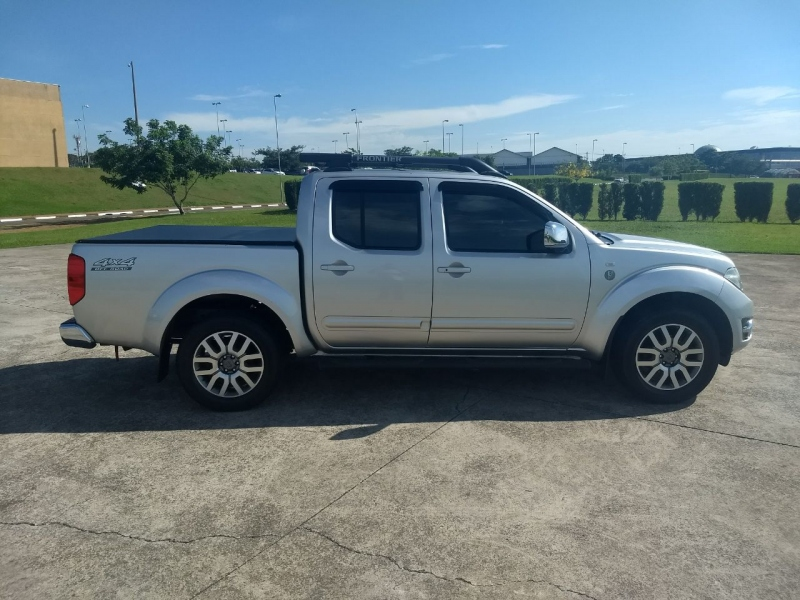 NISSAN FRONTIER 2.5 SL 10 ANOS 4X4 CD TURBO ELETRONIC DIESEL 4P AUTOMATICO