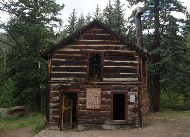 Old reservoir housing, Lost Creek Wilderness
