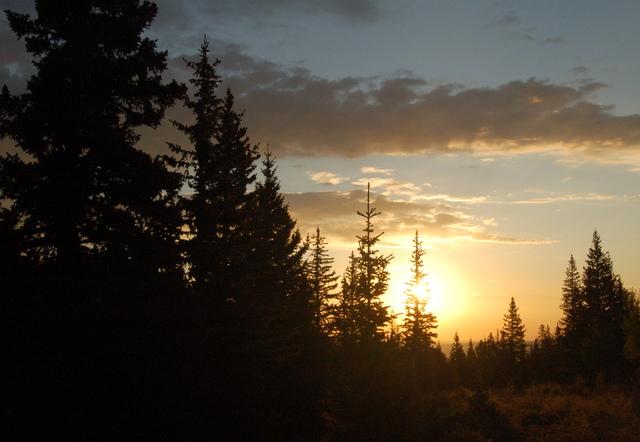 Sun rises in Lake Park, Lost Creek Wilderness