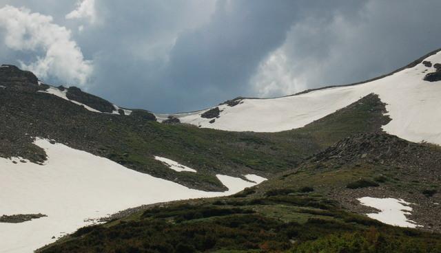 Western approach to Buchanan Pass