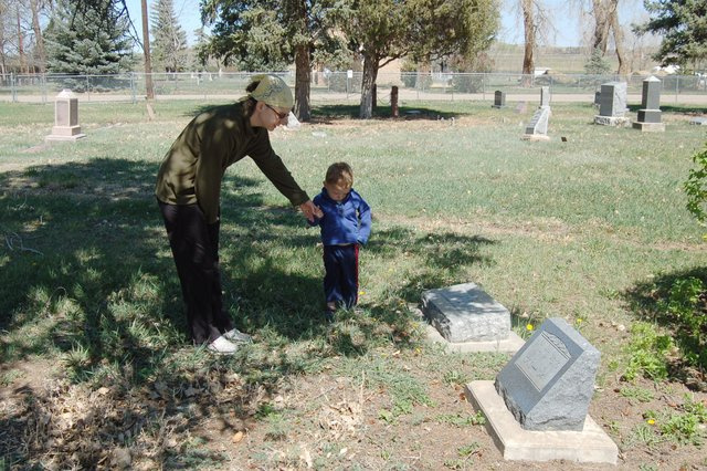 Calvin and Kiesa at the Weng gravesite in Hygiene Cemetary