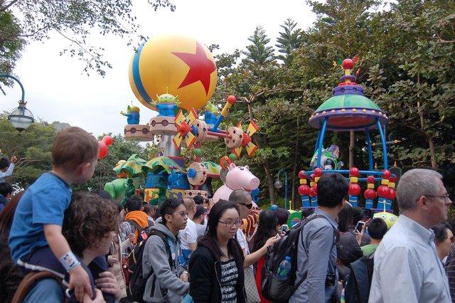 Calvin and Kiesa watch a Toy Story parade