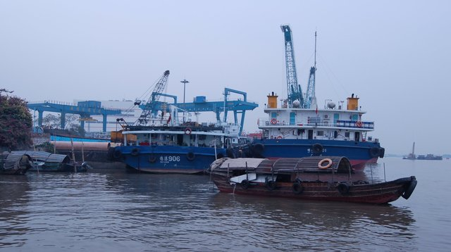 River traffic on the Pearl River in Huangpu