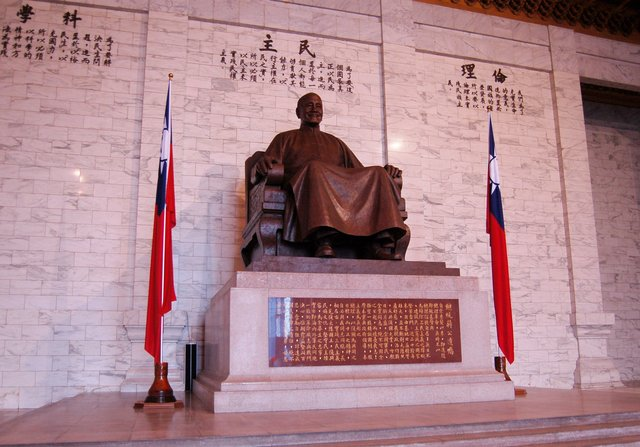 Chiang Kai-shek statue in his memorial hall
