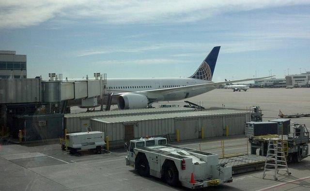 N27903 787 Dreamliner in United colors at DIA