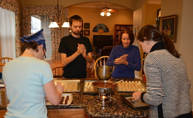 Kiesa, Willy, Mom, and Bethany make Christmas candy