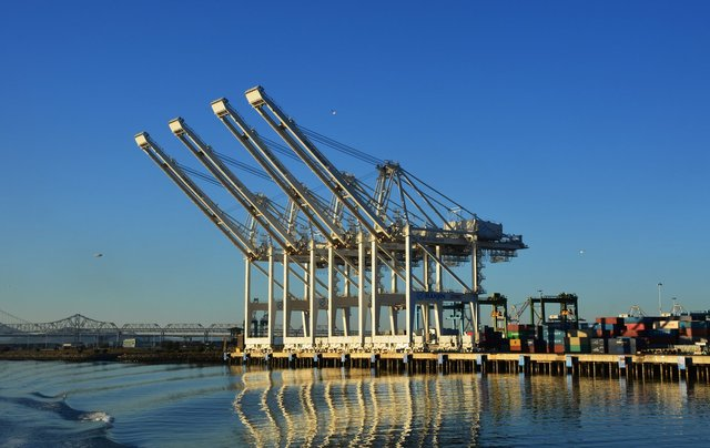 Port of Oakland container dock