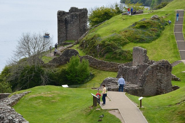 Calvin and Kiesa in the ruins of Urquhart Castle