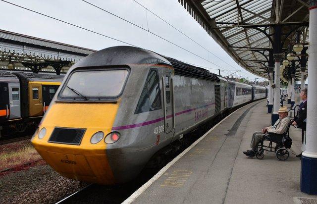 East Coast 43309 departs York Railway Station