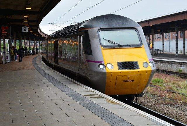 East coast 43295 pulls into York Railway Station