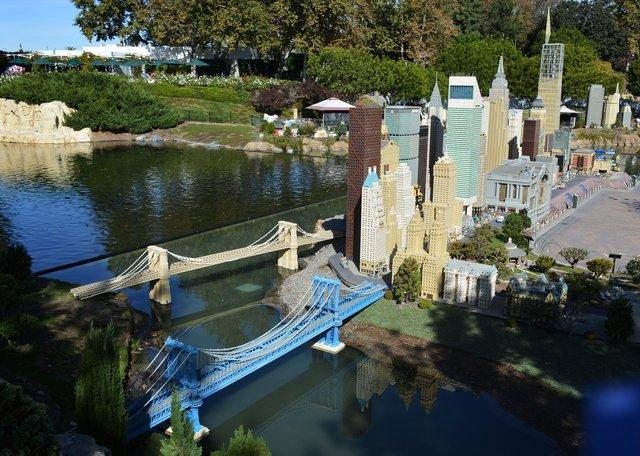 Bridges and skyscrapers in Lego New York