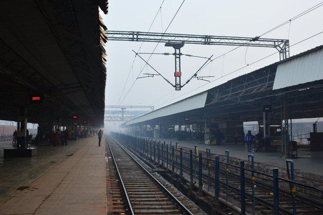 Platform 4 at Agra Cantt railway station
