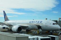 United 787-8 at DIA gate B32