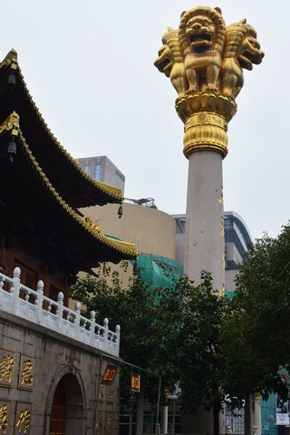 Lion column outside Jing'an Temple