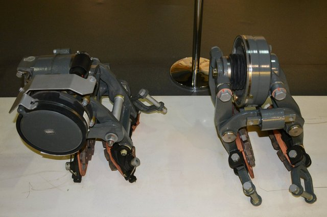 Braking clamp for 350 km/hr CRH3 EMU