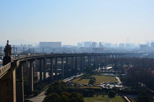 Eastern approach to the Yangzee River Bridge