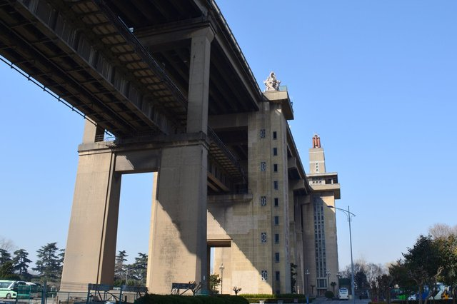 Under the eastern approach to the Yangzee River Bridge
