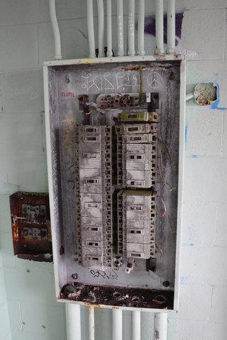 Abandoned circuit breaker at SF-88C