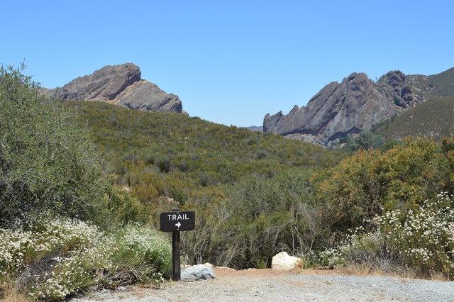 Trail to Balconies and Machete Ridge