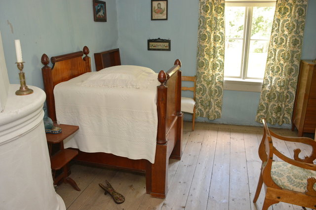Small child's bed in Kahiluoto manor