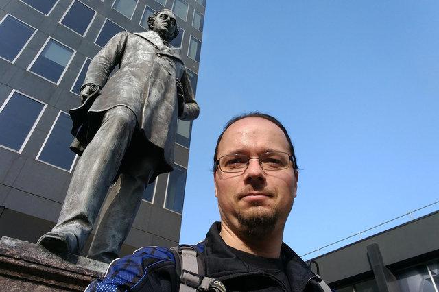 Jaeger with Robert Stevenson at Euston Station