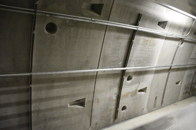 Tunnel lining inside the escape route