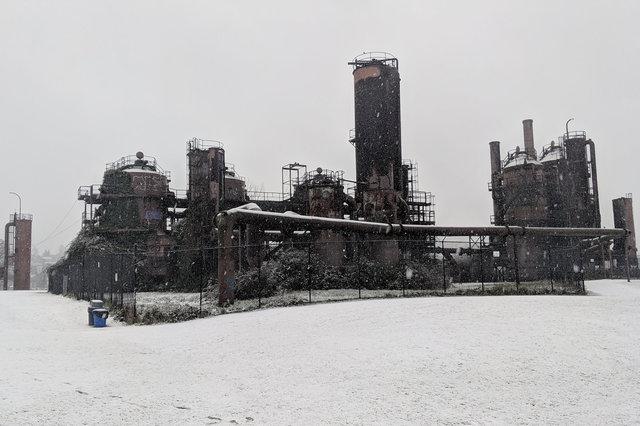 Snow falls at Gasworks Park