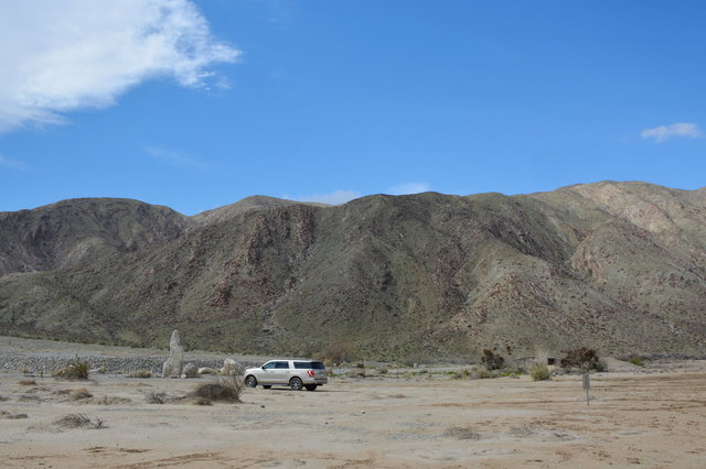 Rental Ford Expedition in Clark Valley