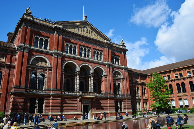 Courtyard inside the V&A Museum