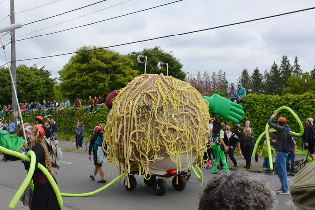 Flying Spaghetti Monster in the Fremont Solstice Parade