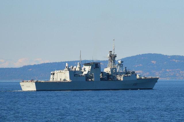 HMCS Calgary patrols the Straight of Juan de Fuca
