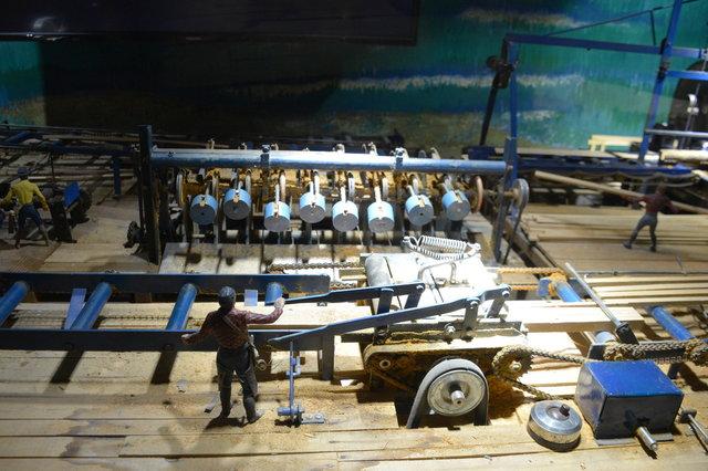Working scale model sawmill at Minature World