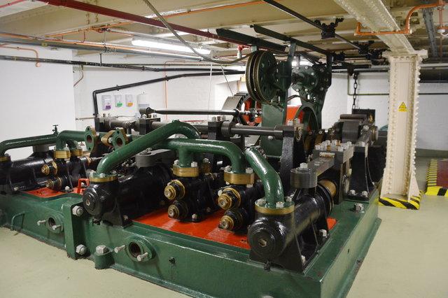 Original water motor inside the Tower Bridge machine room