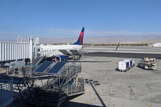 N385DN Delta 737-800 at PSP