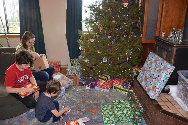 Calvin, Kiesa, and Julian open Christmas presents