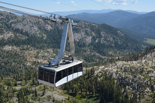 Tram descends at Squaw Valley