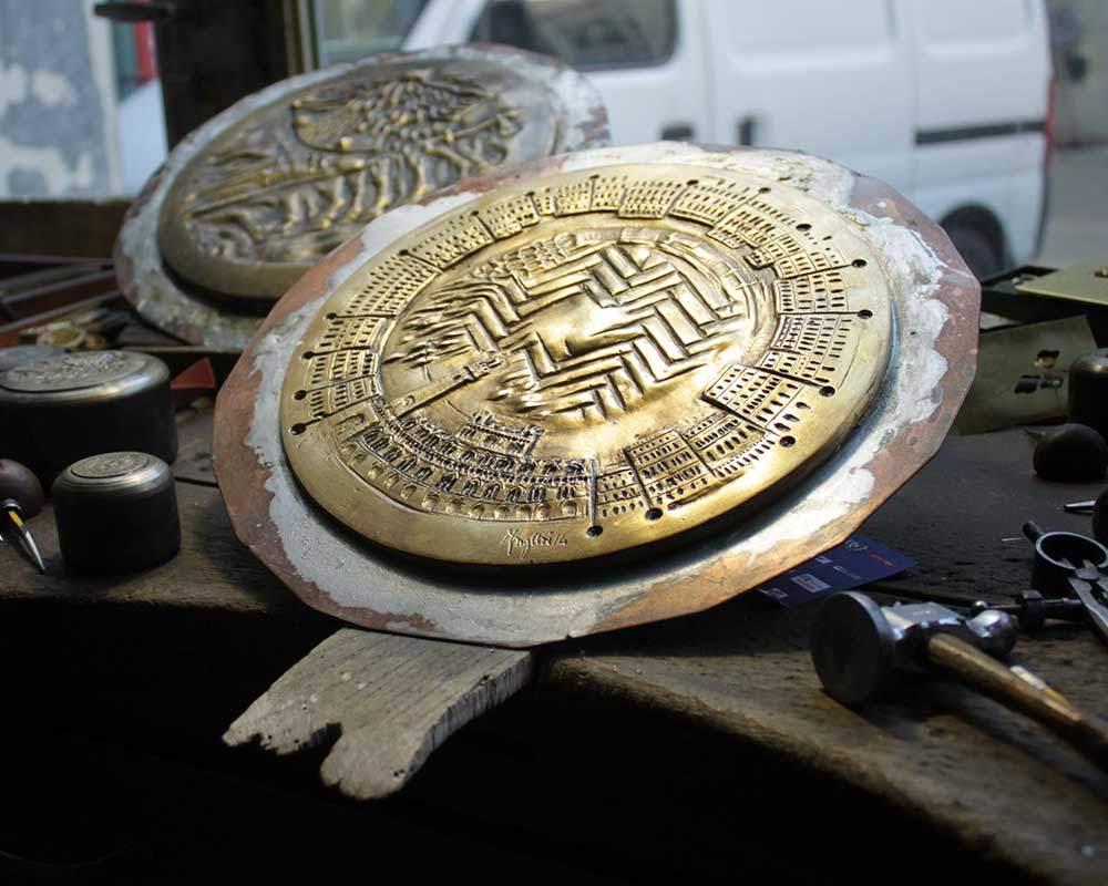 fusione in bronzo della medaglia del palio
